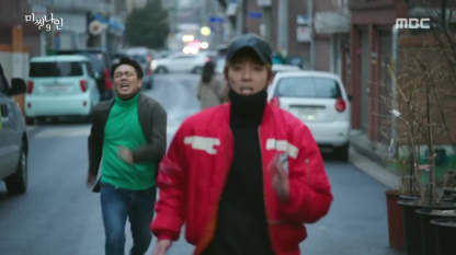 Joon Oh ends up running away while Ki Joon gives chase